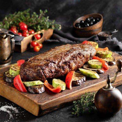 Сочная говяжья вырезка с овощами гриль
