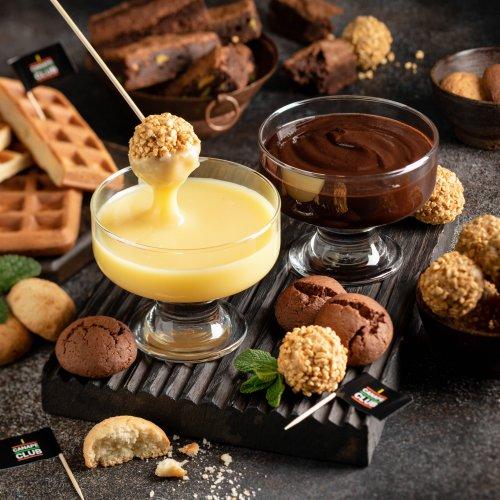 Шоколадное фондю с десертами