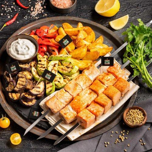 Шашлык из лосося и кеты с овощами гриль