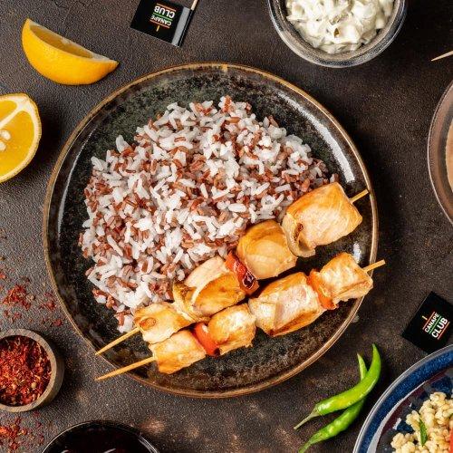 Рыбные брошеты с рисовым миксом
