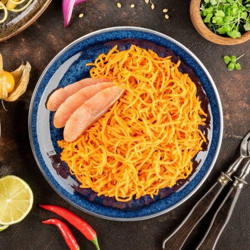 Салат из корейской моркови с красной рыбой