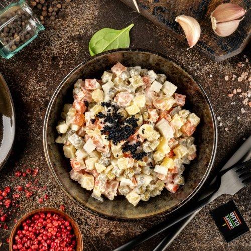 Салат Оливье с красной рыбой и икрой тобико