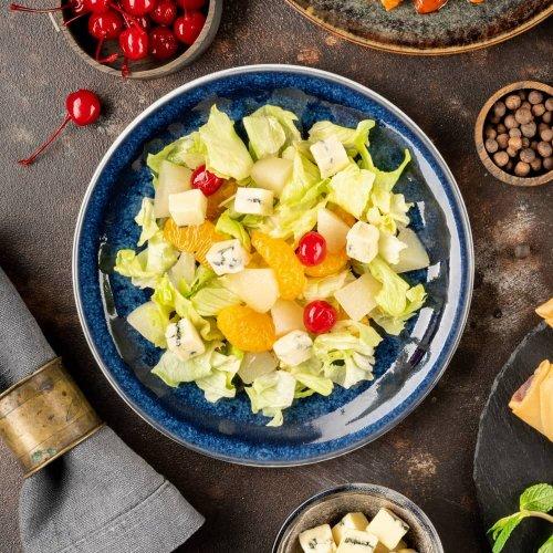 Салат с грушей и сыром Рокфорти